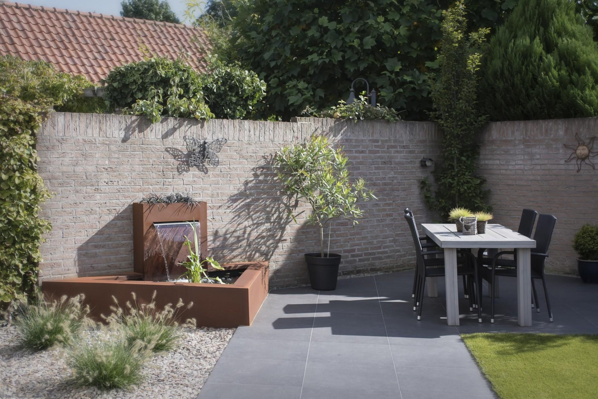 Fam jans boekel een kleine tuin praktisch indelen en for Aanleg kleine tuin