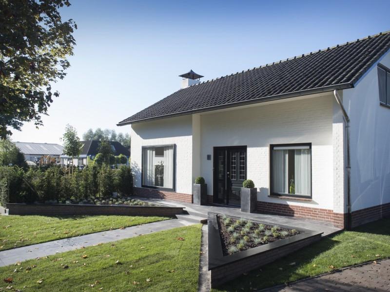 Fam Bontrup Landhorst – moderne tuin met verdiept terras en strakke vijver