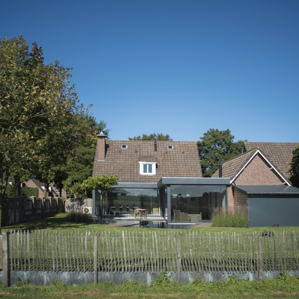 Fam vd Velden Landhorst, grote renovatie huis met verlenging naar de tuin